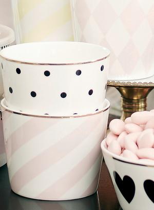 Skål/kruka vit med rosa ränder