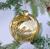 Julgranskula i glas med krackelerat guld