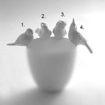 Söt fågel i keramik