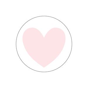 Vit skål med svarta prickar och rosa hjärta