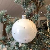 Julgranskula munblåst vit med silver dots (liten) - Kärrstegen
